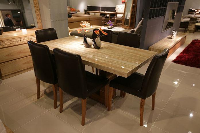 Krzesła pasujące do drewnianego stołu do jadalni