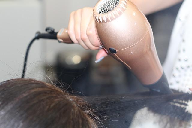 metody prostowania włosów