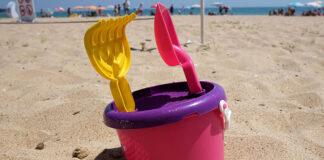 Zabawki, dzięki którym dziecko nie będzie nudziło się na plaży